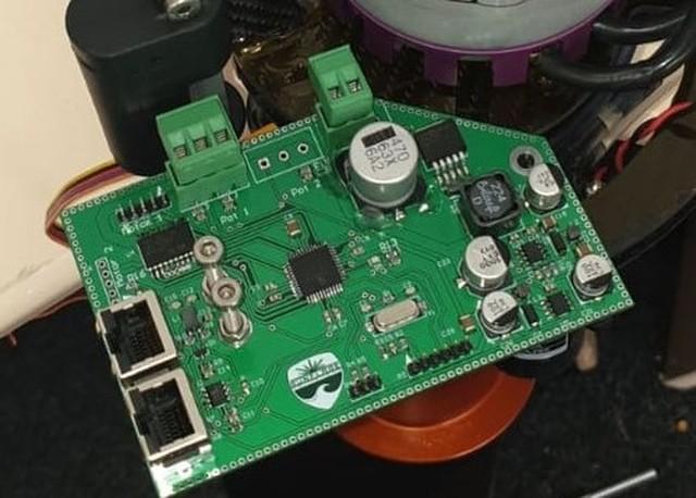 Hydro foil motor controller