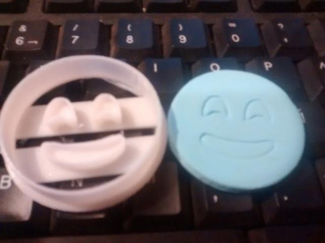 emojis cookie cutters